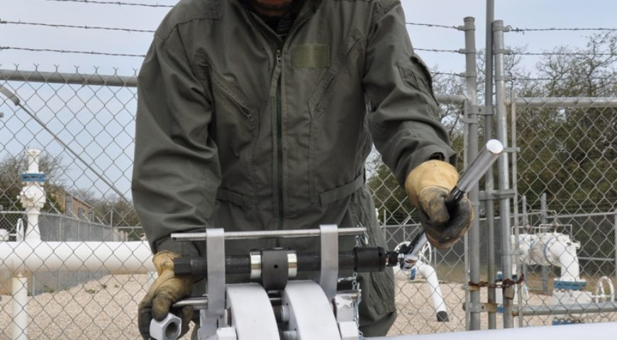 3 Industries That Benefit From A Flange Spreader